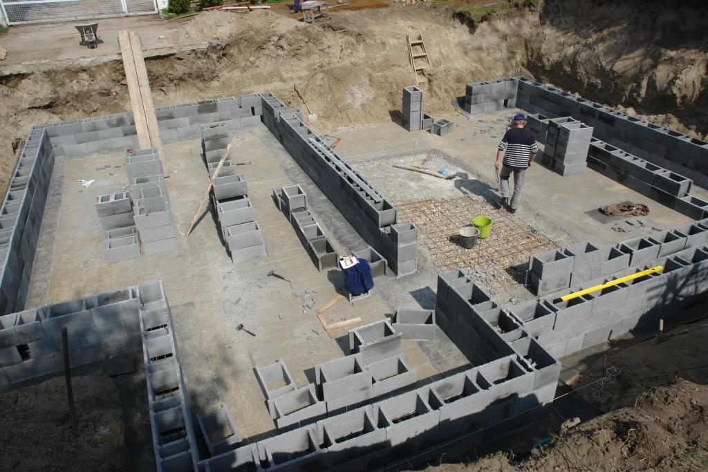 Photo of Készház építés 7-10. nap. Pince falazat építés és betonozás