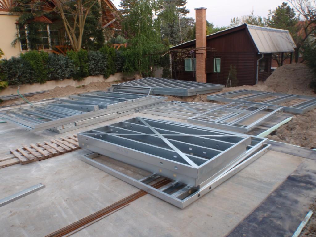 Photo of Készház építés. Az acélszerkezet helyszínre szállítása. 0. nap