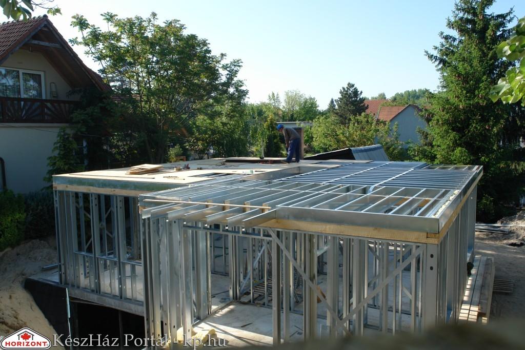 Photo of Készház építés. 6-7. nap. A födémszerkezet OSB lap burkolása