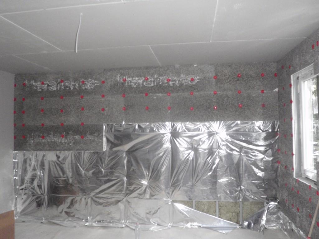 Photo of Készház építés. 32-35. nap. EnergyFriendHome családi ház belső Heratekta burkolat felcsavarozása a falfűtéshez