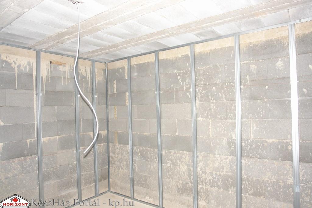 Photo of Készház építés. 23-24. nap. EnergyFriendHome könnyűszerkezetes ház pince előtétfal és álmennyezet