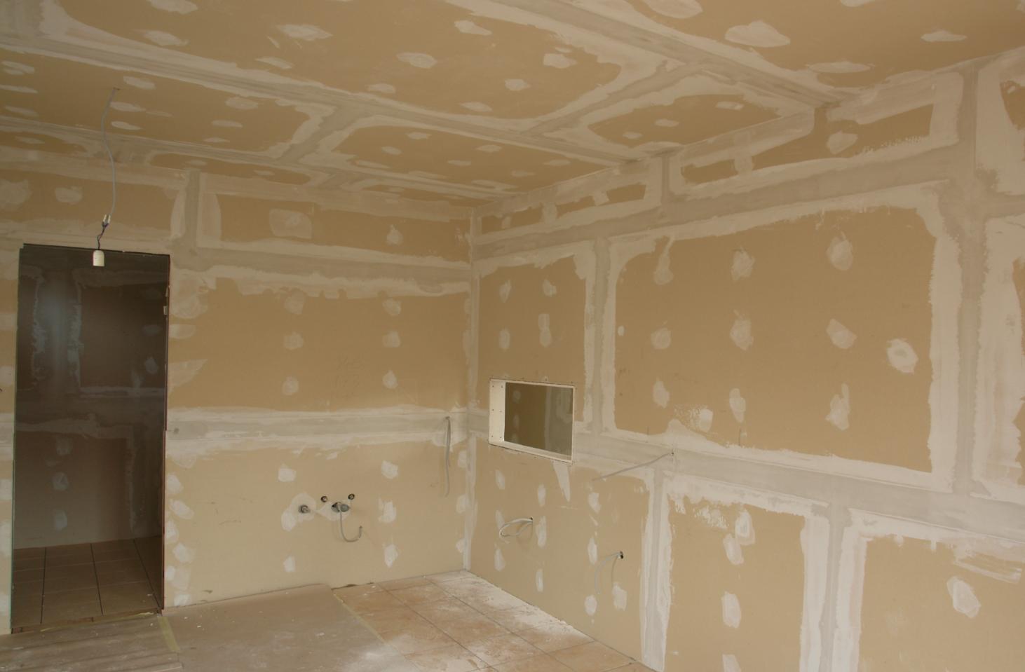 Photo of Családiházépítés belső festés és burkolás elkészítése 42-55. nap