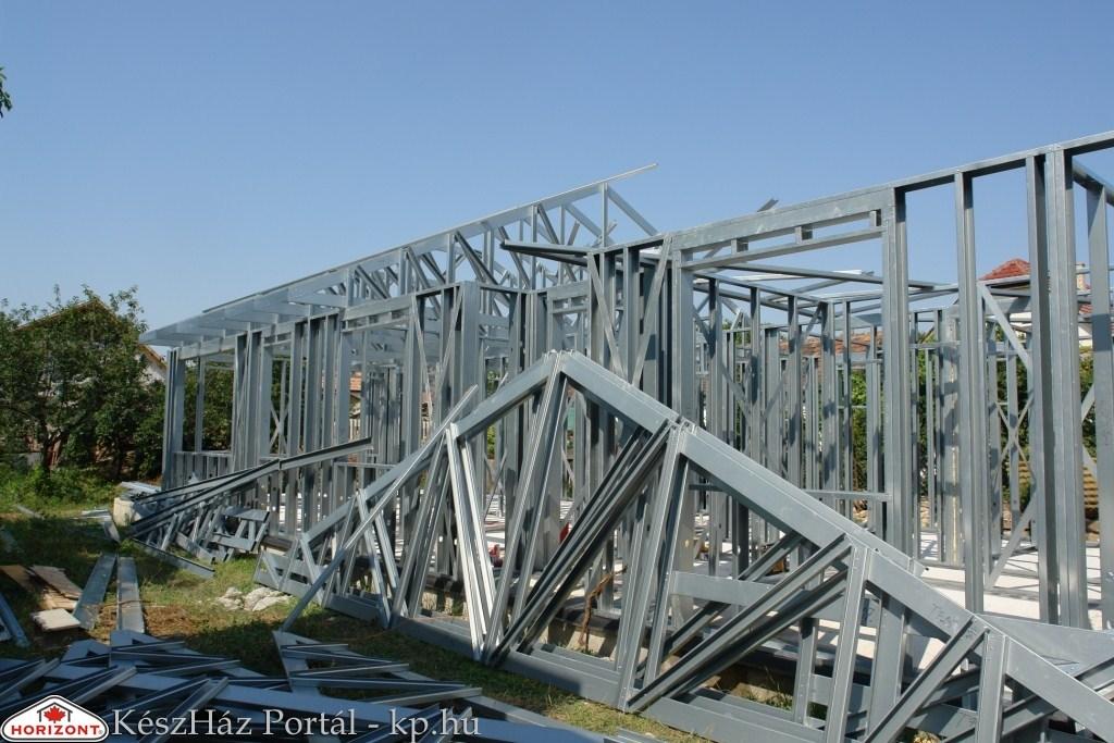 Photo of Könnyűszerkezetes Horizont ház acélszerkezetének helyszíni összeszerelése (9-12. nap)