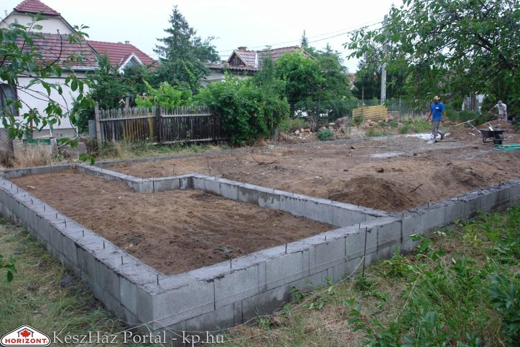 Photo of Családi ház építés, alapozás, aljzatbeton (1-5.nap)