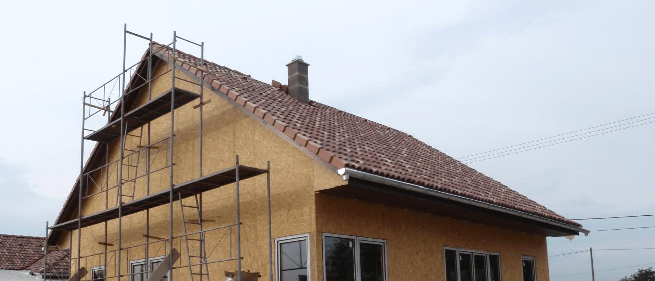 Photo of Tetőszerkezet cserepezése, ereszcsatorna szerelés, nyílászáró beépítés és ragalja lambériázás (31-36. munkanap)