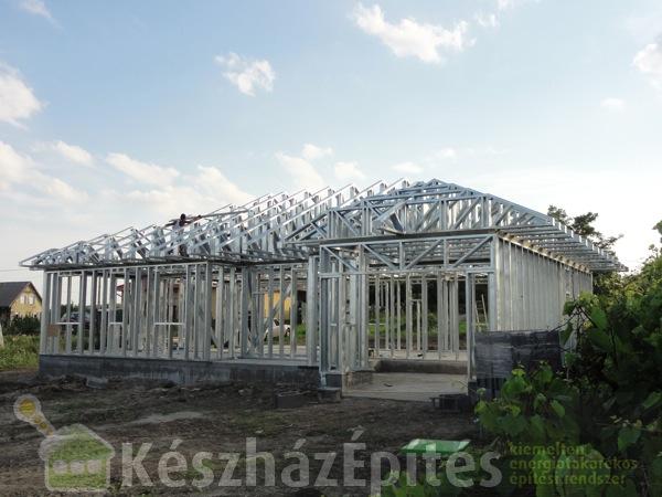 Photo of Családiház fal és tetőszerkezet építése 1. hét