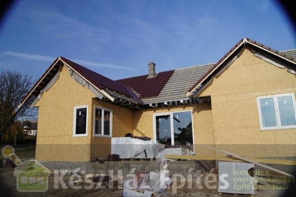 Photo of Könnyűszerkezetes családiház tetőfedése 22-28. nap