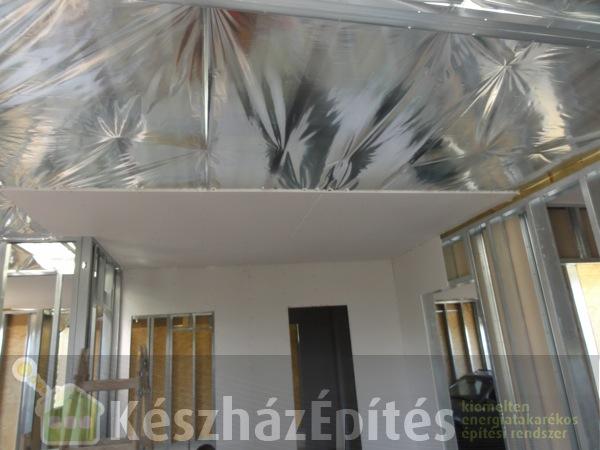 Photo of Könnyűszerkezetes ház álmennyezet szerelése és gipszkartonozása, hőszigetelése. 2-3. hét