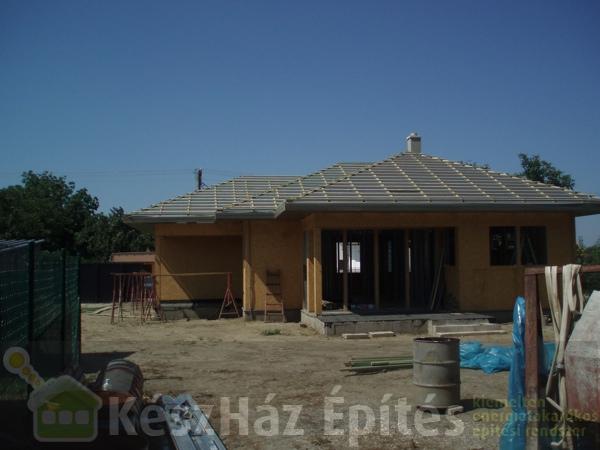 Photo of Könnyűszerkezetes ház OSB burkolása és tetőlécezése